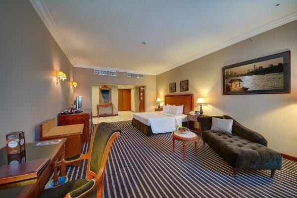 Royal Ascot Hotel - фото 1