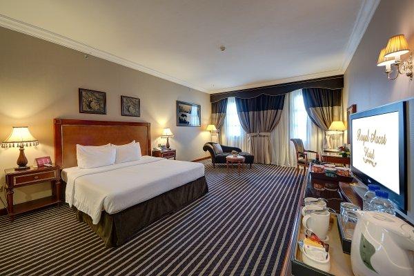 Royal Ascot Hotel - фото 2