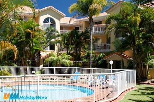 Regent Court Holiday Apartments - фото 0