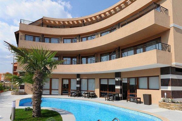 Гостиница «Плаза», Равда