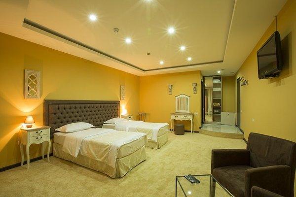 Amber Hotel - фото 1