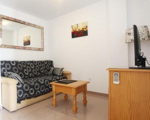 Bonito apartamento con jacuzzi - фото 1