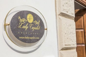 Lady Capulet Apartments - фото 17