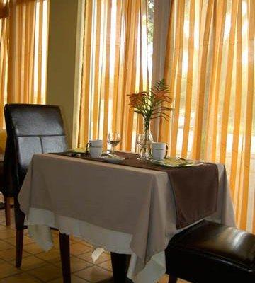 Comfort Hotel Villepinte Sevran, Севран