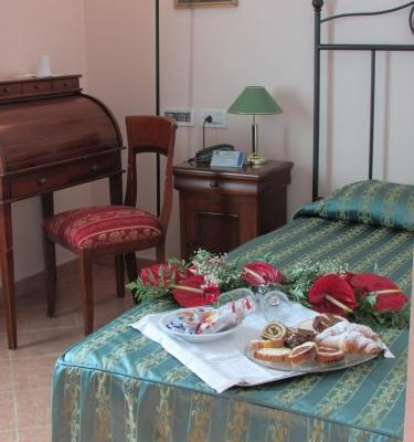 Emmaus Hotel - фото 3