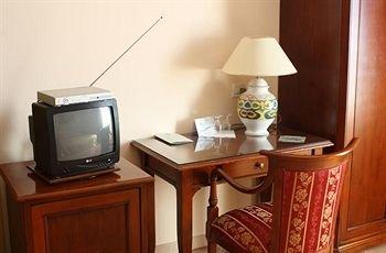Emmaus Hotel - фото 4