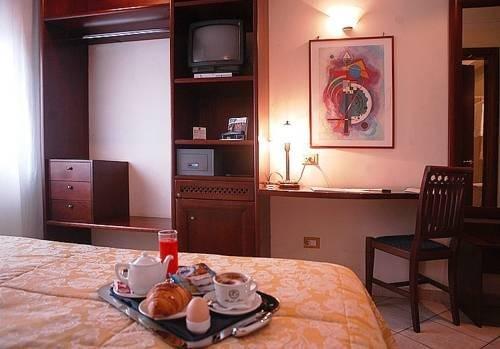 Гостиница «Rea», Казальнуово-ди-Наполи