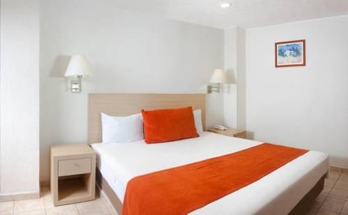 Hotel & Suites Real del Lago - фото 1