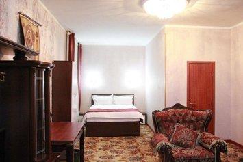 B & G Hotel
