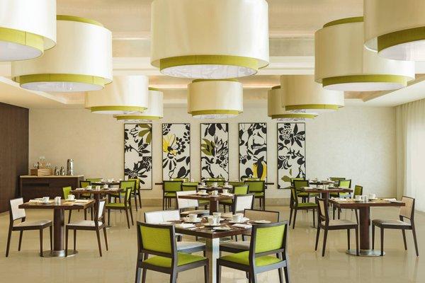 Sheraton Dubai Creek Hotel & Towers - фото 10