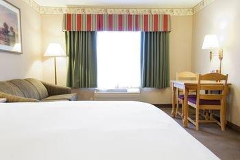 Photo of Country Inn & Suites by Radisson, Cedar Falls, IA