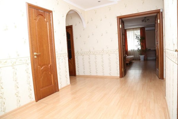Spacious Apartment with Convenient Location - фото 12