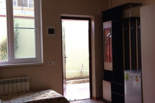 Apriori Guest House - фото 0