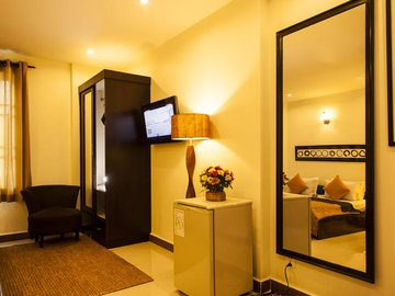 One Up - Banana Hotel