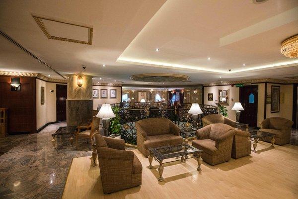 Landmark Plaza Hotel - фото 4