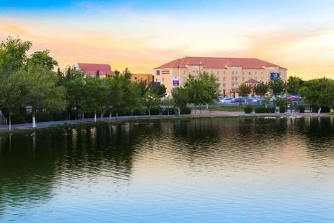 Krystal Urban Ciudad Juarez by US Consulate - фото 21