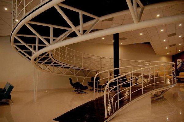 The L Hotel - фото 4