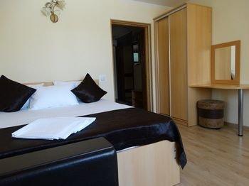Emigrant Mini Hotel - фото 5