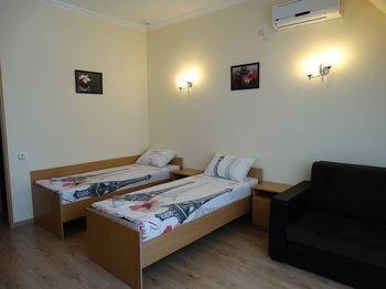 Emigrant Mini Hotel - фото 3