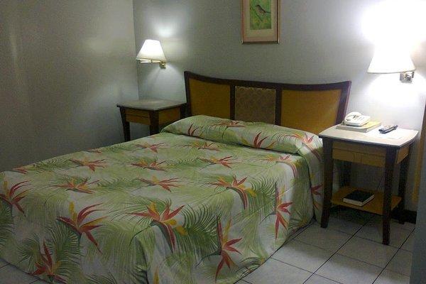 Cebu Business Hotel - фото 2