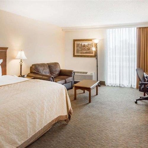 Photo of Wyndham Riverfront Hotel