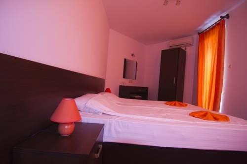 Salena Plaza Hotel - фото 2
