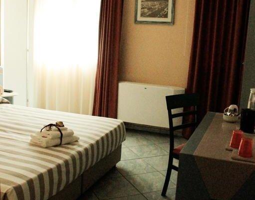 Hotel Chentu Lunas - фото 1