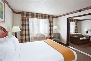 Photo of Holiday Inn Express & Suites, an IHG Hotel