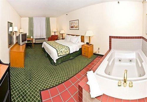 Photo of SureStay Plus Hotel by Best Western Ottumwa