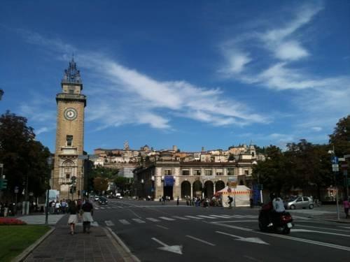 Fleur De Lis Plaza - фото 11