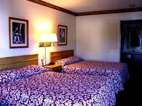 Photo of Huntington Inn