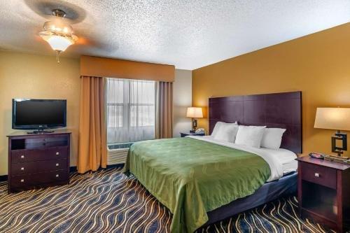 Photo of Quality Suites Addison-Dallas