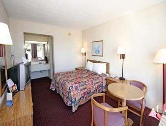 Photo of Days Inn by Wyndham Statesville