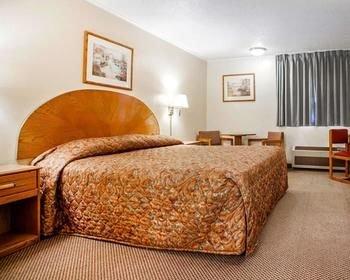 Photo of Econo Lodge Inn & Suites Newton