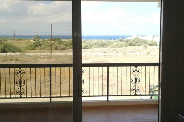 Bay of Salamis Apartment - фото 27