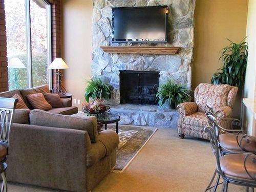 Photo of River Oaks Suites & Apartments