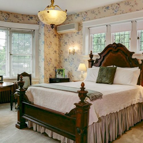 Photo of THE OLDE SQUARE INN - BED AND BREAKFAST
