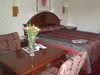 Photo of Ontario Inn & Suites