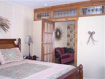 Photo of Woodland Farmhouse Inn Bed and Breakfast