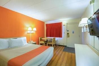 Photo of Motel 6 Dubuque IA