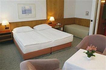 Hotel Ekazent Schonbrunn - фото 1