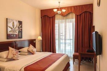 Dunes Hotel Apartment, Al Muhaisnah - фото 1