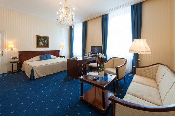 Hotel Ambassador - фото 1