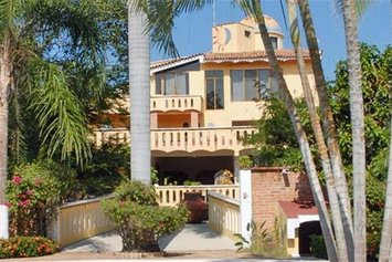 Villa Corona del Mar Hotel and Bungalows