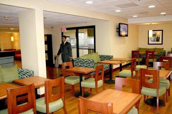Hampton Inn Monterrey-Airport - фото 7