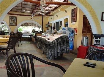Hill Park Hotel - Tiwi Beach - фото 9