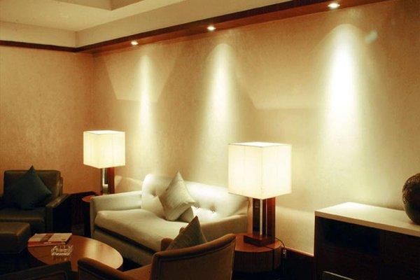 Beijing Kuntai Royal Hotel - фото 6
