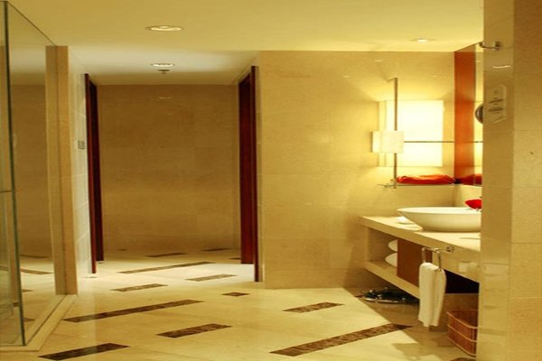 Beijing Kuntai Royal Hotel - фото 7