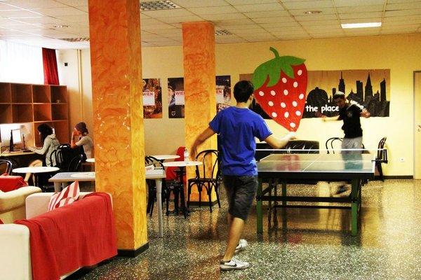 Strawberry Hostel - фото 12