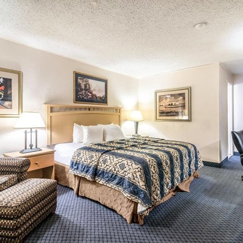 Photo of Red Carpet Inn & Suites - Albany Airport